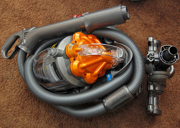Canister vacuum with wand
